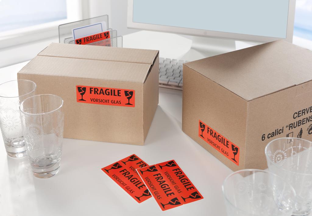 Farbige Etiketten im Postverkehr