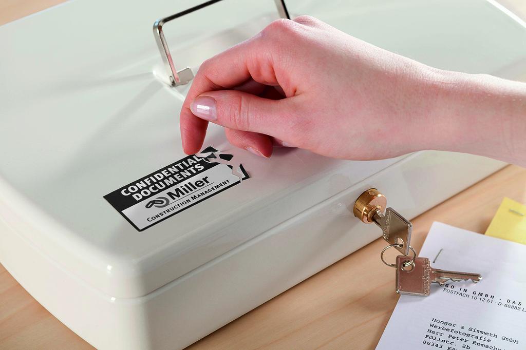 Etikett mit Sicherheitsstanzung